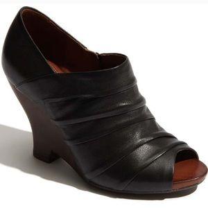 Naya Genesis Black Leather Wedge Peep Toe